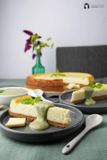 Rezept Käsekuchen mit weißer Schokolade und süßem Walnuss-Minz-Pesto