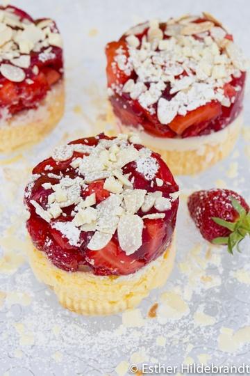 Rezept Käsekuchentörtchen mit Erdbeeren