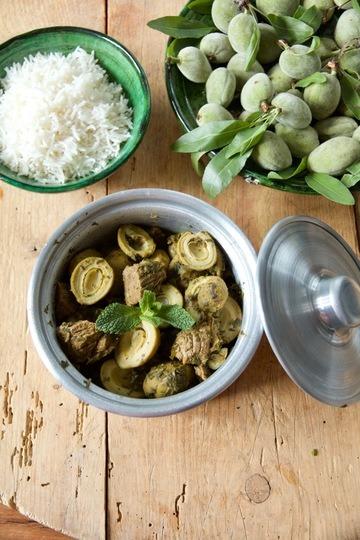 Rezept Khoresht-e Chaghale-Badoom - Rindergulasch mit grünen Mandeln in Verjus-Minz-Soße