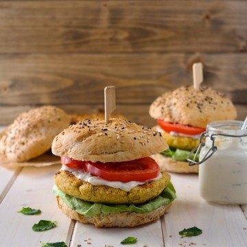 Rezept Kichererbsen-Burger mit Joghurt-Tahini-Sauce