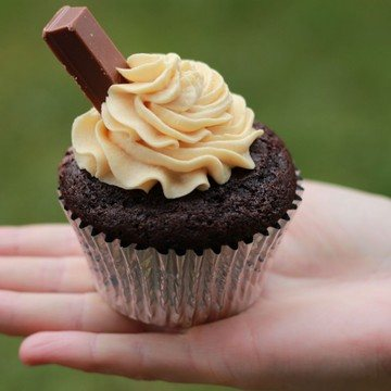 Rezept KitKat Cupcakes mit Karamell Frosting