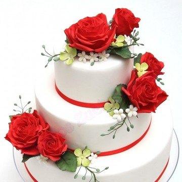 Rezept klassische Hochzeitstorte mit Rosen
