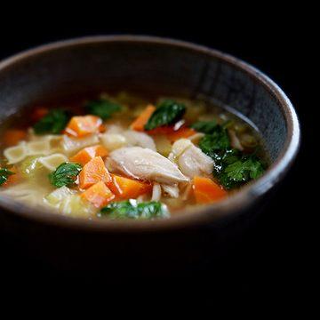 Rezept Klassische Hühnerbrühe mit Nudeln und Gemüseeinlage