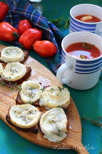 Rezept Klassische Tomatensuppe mit geschmolzenen Ziegenkäse-Röstbrothappen