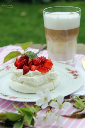 Rezept Kleine Pavlovas mit Sahne und Erdbeeren