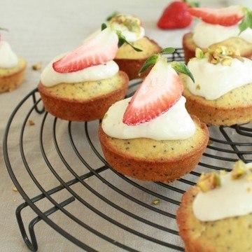 Rezept Kleine Zitronenküchlein mit Mohnsamen
