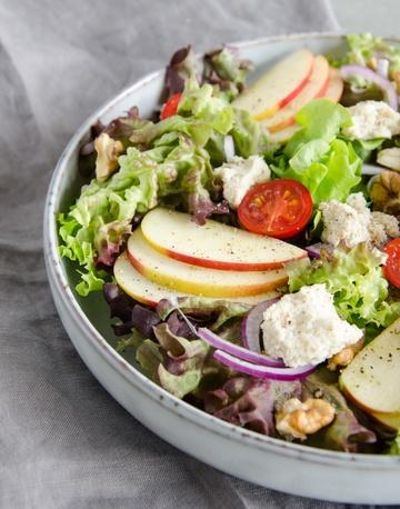 Rezept knackiger Salat mit Cashew-Frischkäse