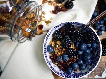 Rezept Knuspermüsli mit Cranberries, Pistazien und Rosmarin