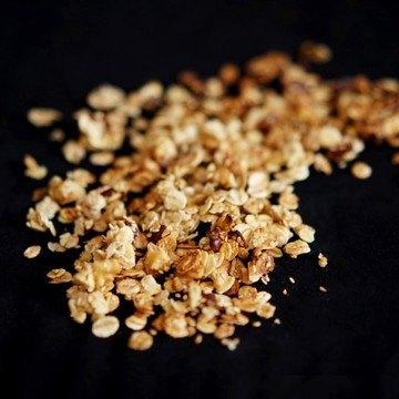Rezept Knuspermüsli mit Datteln, Walnüssen und Sesam