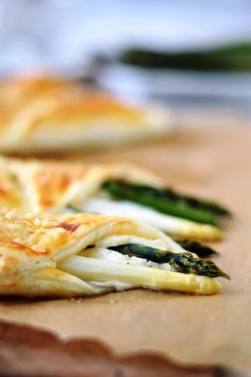 Rezept Knusprige Blätterteigtaschen mit Spargel und Ricotta - einfach, schnell und lecker!