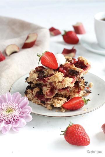 Rezept Knusprige Rhabarber-Erdbeer-Schnitten