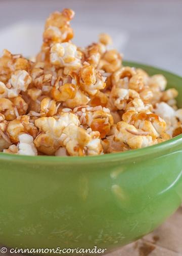 Rezept Knuspriges Kokos Karamell Popcorn (Vegan)