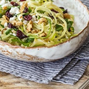 Rezept Kohlrabi-Apfelspiralen-Salat mit Ziegenkäse und Cranberries