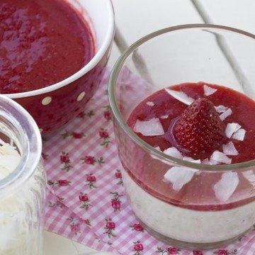 Rezept Kokos-Blüten-Panna-Cotta mit Erdbeerpüree