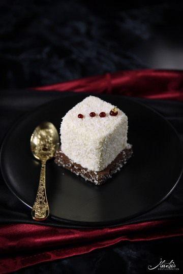 Rezept Kokostörtchen mit weißer Schokolade, Pflaume & Timut