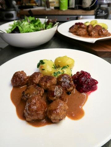 Rezept Köttbullar mit dunkler Sauce & Preiselbeeren