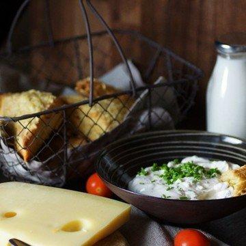 Rezept Kräuter-Käse-Scones mit Tomaten-Frischkäse