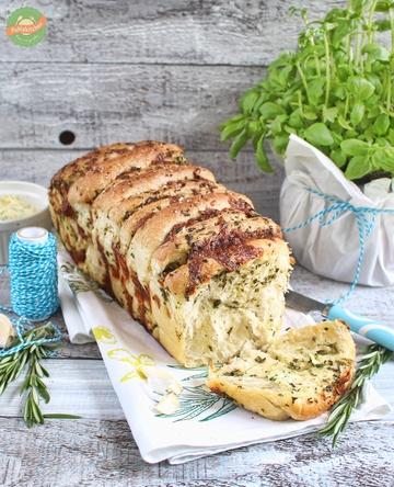 Rezept Kräuter-Knoblauch-Pull-Apart Bread mit Mozzarella