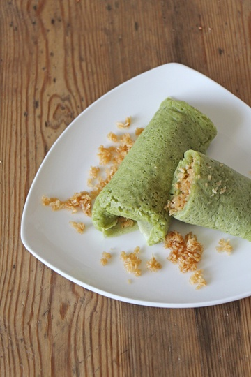 Rezept Kueh Dadar (Matcha Crepes mit Kokosfüllung)