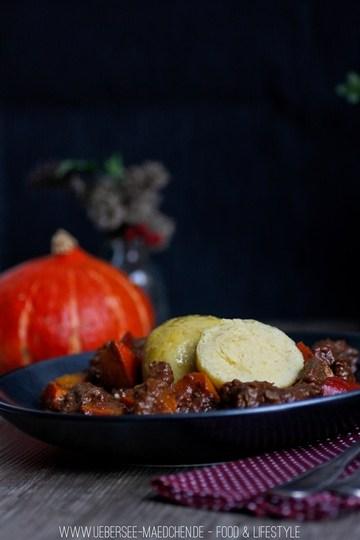 Rezept Kürbis-Gulasch mit Kartoffelknödeln
