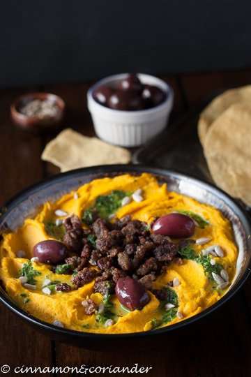 Rezept Kürbis Hummus mit Lamm und Zitronen-Petersiliensauce