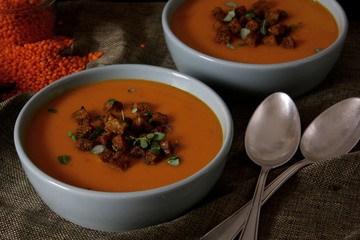 Rezept Kürbis-Linsen-Suppe mit knusprigen Croûtons