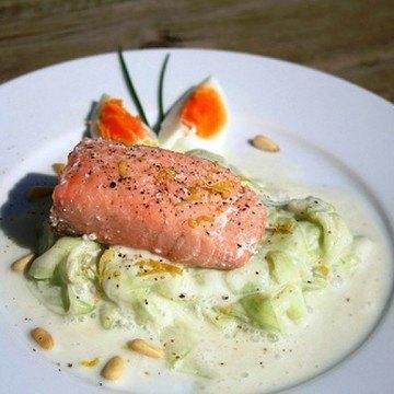 Rezept Lachs auf frischem Gurkensalat