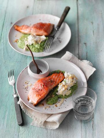 Rezept Lachsfilet auf Brokkolimus und körnigem Frischkäse