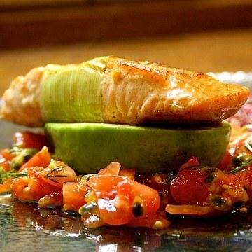 Rezept Lachspäckchen mit Tomaten-Passionsfrucht-Salsa
