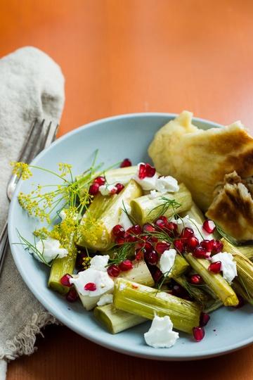 Rezept Lauch mit Granatapfel, Ziegenkäse und Haselnuss-Naan