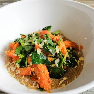 Rezept Lauwarmer Kürbis Spinat Salat auf cremigem Amaranth