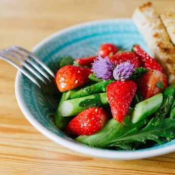 Rezept lauwarmer Spargel-Erdbeersalat