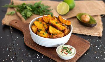 Rezept Leckere Kartoffel-Wedges mit Avocado-Quark