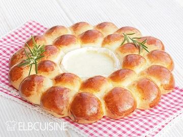 Rezept Leckerer Ofenkäse im Partystyle mit hübschem Brotkranz