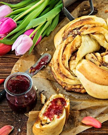 Rezept Leckerer Osterkranz mit Zimt, Zucker und Marzipan!