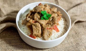 Rezept Leckeres Schweine-Gulasch mit Reis