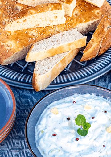Rezept Limetten-Minze-Joghurt-Dip mit ofenfrischem Fladenbrot