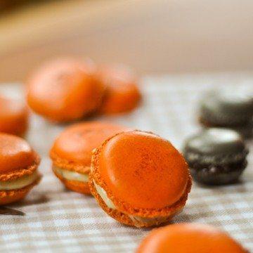 Rezept Macarons für Halloween : Safran-Vanille, Carambars und Schokolade mit Krokant