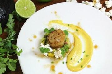 Rezept Maispüree mit Miso, Jakobsmuscheln und Avocado-Mango Salsa – Nikkei Style