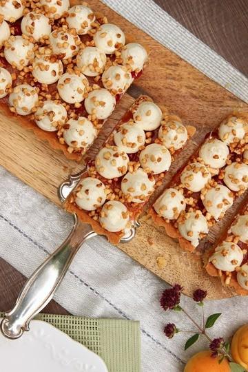 Rezept Mandelkrokanttarte mit Aprikosenkompott & Vanilleganache