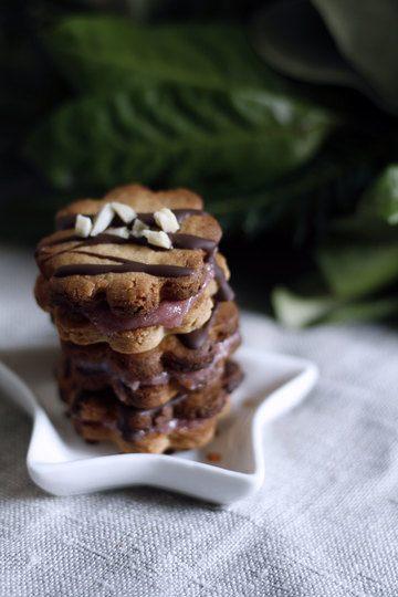 Rezept Mandelplätzchen mit Marzipan und Johannisbeergelee