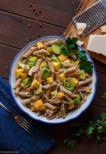 Rezept Mango-Nudeln mit Lauch, Parmesan und Chili - ein Rezept zum Verrücktwerden!