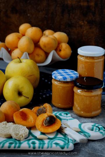 Rezept Marillenmarmelade mit Marzipan & Apfelstückchen