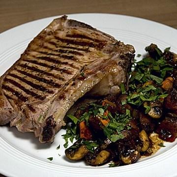 Rezept Marinierte Kalbskoteletts mit Kürbis-Pilz-Gemüse