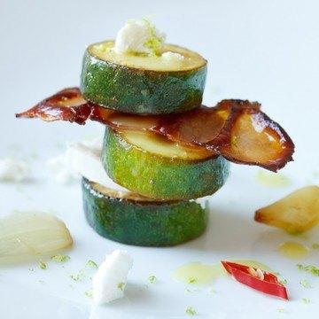 Rezept Mariniertes Zucchini-Türmchen mit Ziegenkäse und Bacon