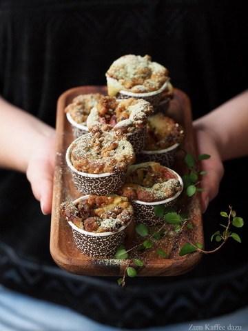 Rezept Matcha-Muffins mit Nektarine und Sesam-Streusel