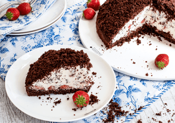 Rezept Maulwurfkuchen mit frischen Erdbeeren