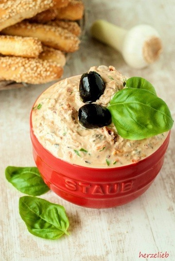Rezept Mediterraner Dip mit Brotsstangen
