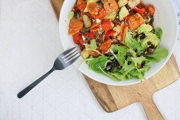 Rezept Mediterraner Gemüseauflauf mit Parmesan und Avocadosalat