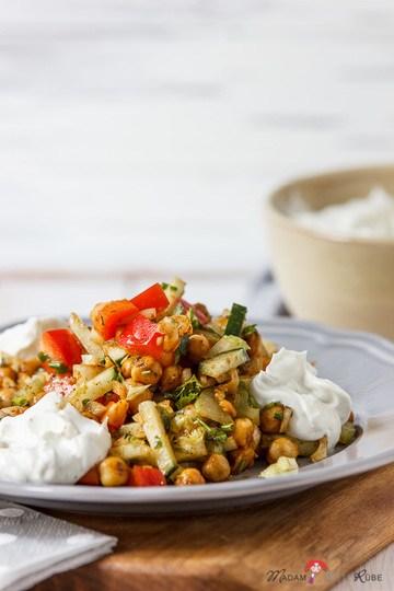 Rezept mediterraner Kichererbsensalat mit Frischkäsedip